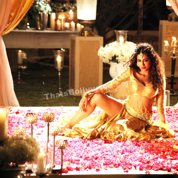 Chitrangda Singh Set the Screen on Fire in Aao Raja video
